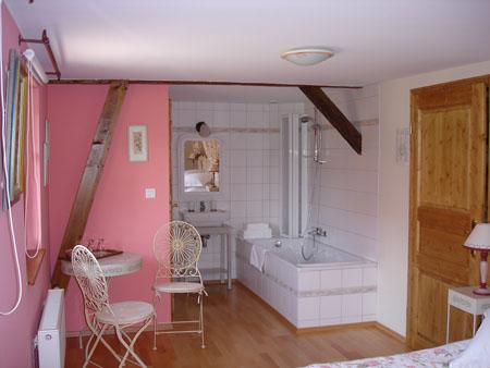 Aux quatre saisons for Salle de bain ouverte chambre